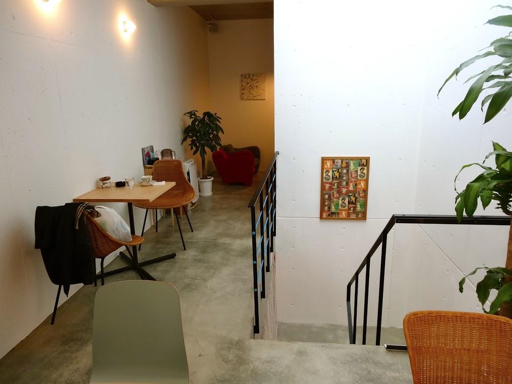 西広島駅の近くの小さなカフェです。