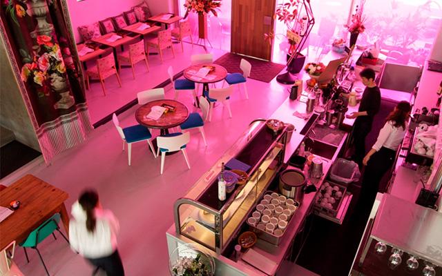 オープンテラスのある開放的なカフェレストラン