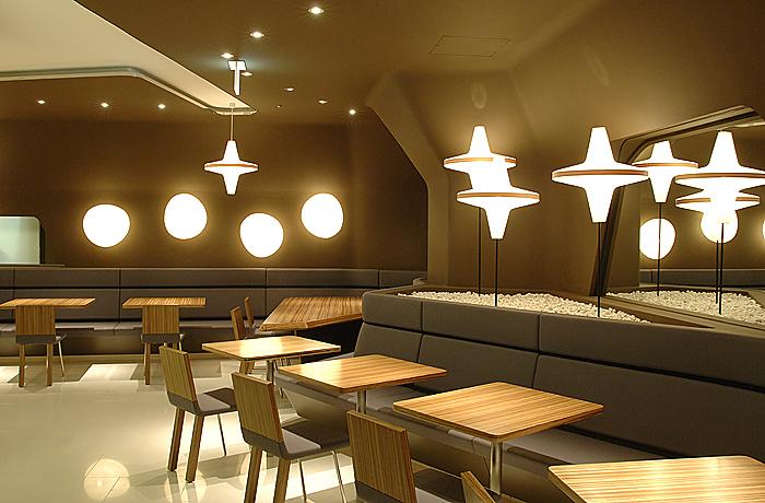 5世紀にわたって和菓子屋を営んできた「とらや」がつくったカフェの表参道ヒルズ店です。