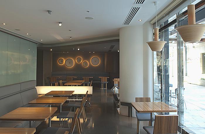 5世紀にわたって和菓子屋を営んできた「とらや」がつくったカフェの六本木ヒルズ店です。