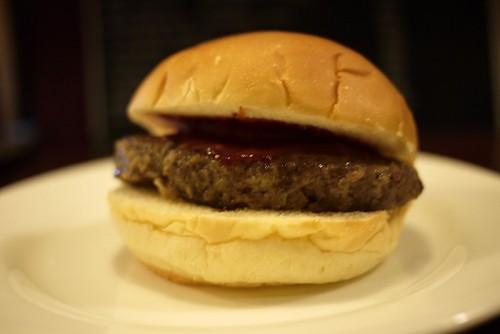 日本で最初にハンバーガーを販売したお店