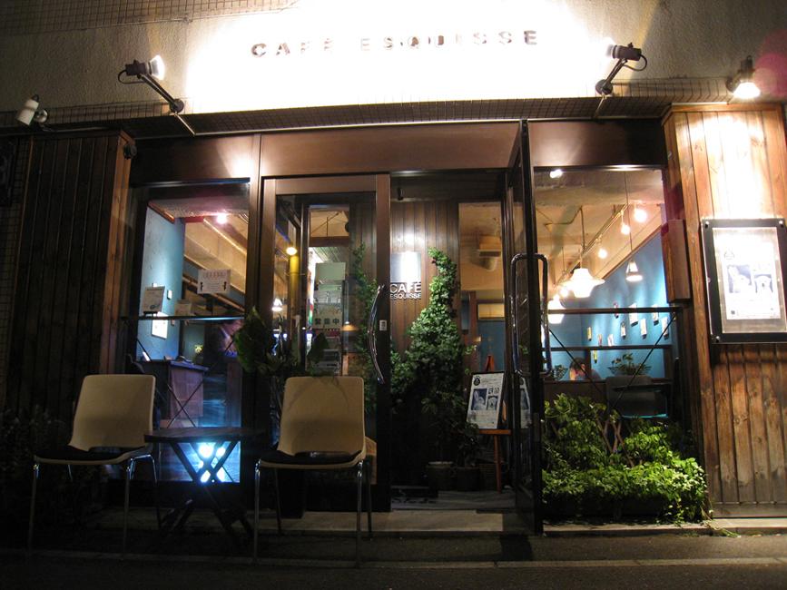 静かな住宅街に面したギャラリーカフェ。