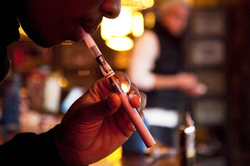 ニューヨークにオープンした電子たばこ専門バー