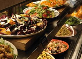 FRESH,TASTY, SOMETHING DIFFERENT  旬の野菜をふんだんに盛り込み、 目にも鮮やか、深く優しい味わいのデリとスイーツ。